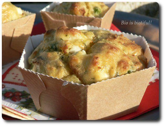 Muffins au chou-fleur, petits pois, tomates confites et chèvre frais