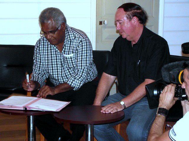 Signature d'une convention entre la Maison du Livre et NC 1re