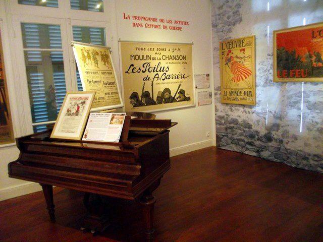 Hall de la maison Higginson lieu de l'exposition à Nouméa (Photo JP)