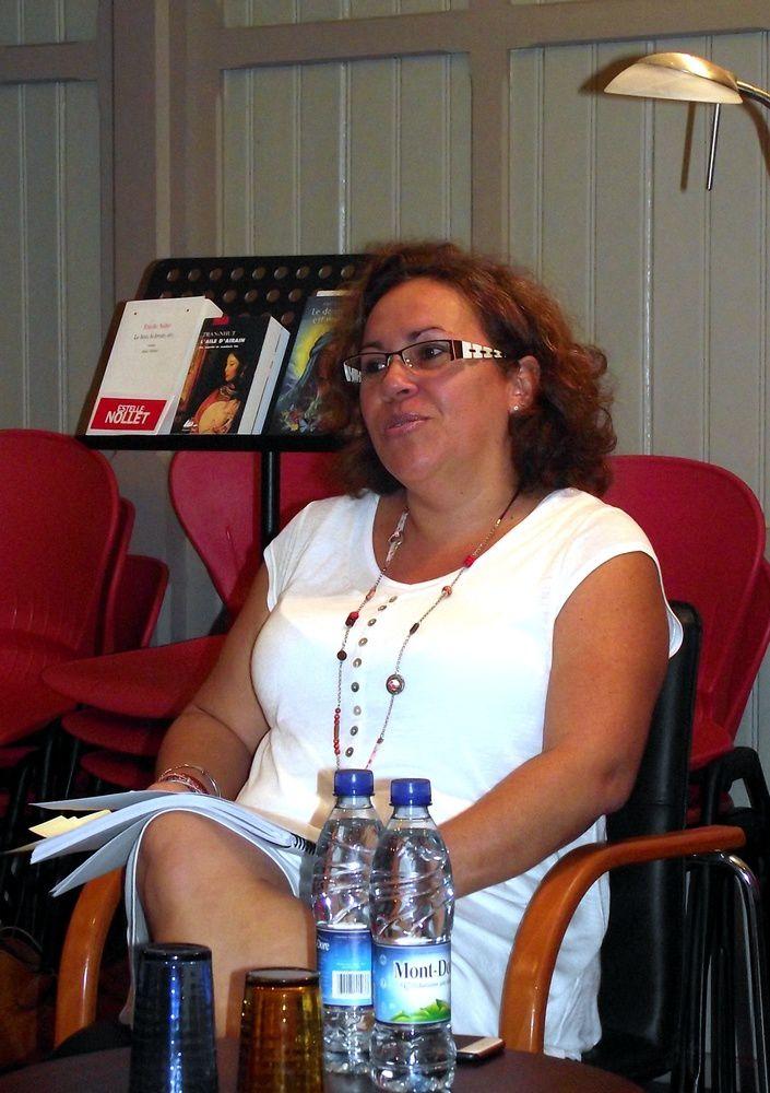 Sandra pendant son témoignage à la maison du livre