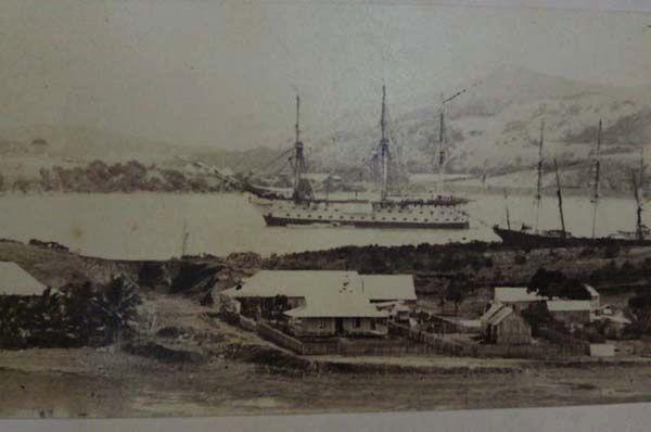 La Loire en rade à Nouméa