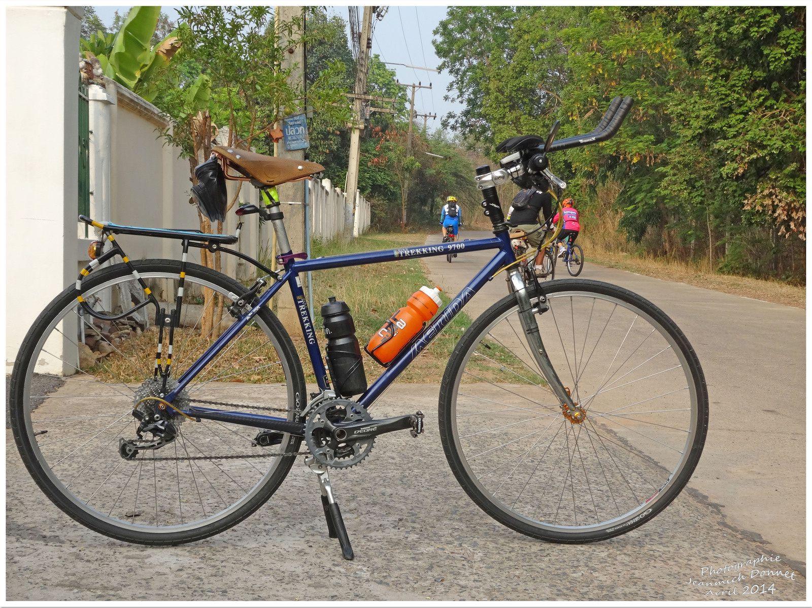 Les amis cyclistes en Thailande