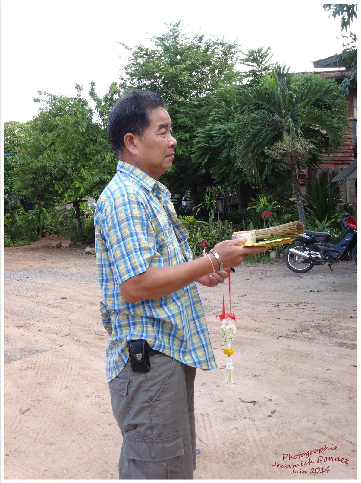 Bénédiction d'une voiture en Thailande (suite et fin)