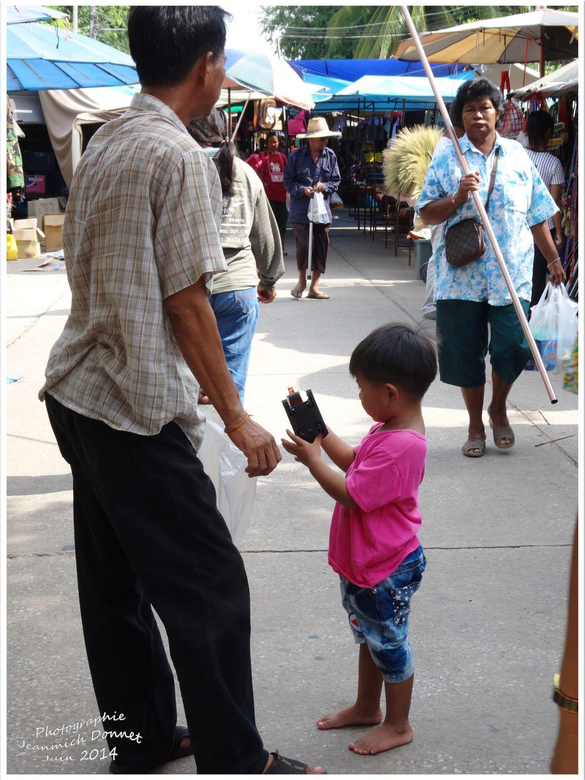 Jour de marché à Ubonratana (Thailande)