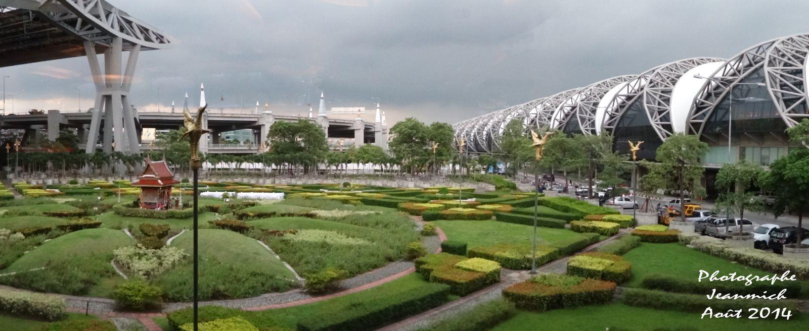 Bangkok et l'aéroport de Sunvarnabhumi.