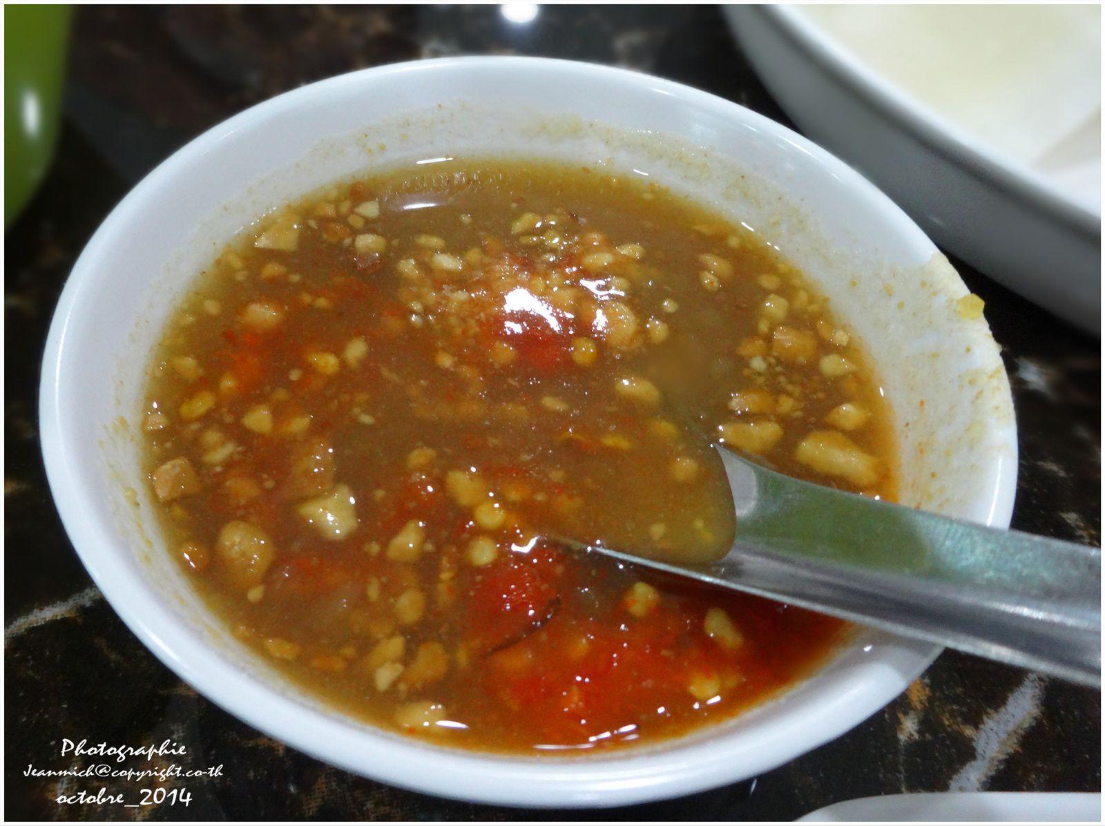 La traditionnelle sauce aux piments pour rajouter du goût dans ses rouleaux.....
