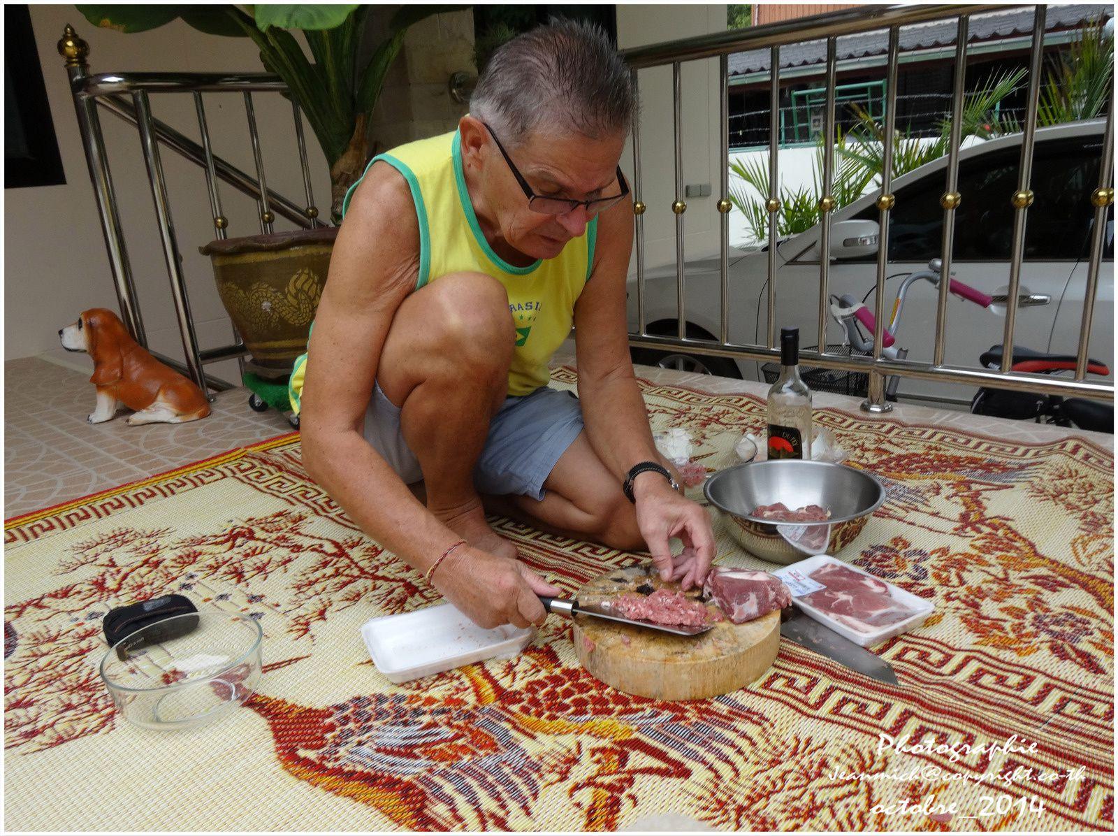 Un pâté de viande fait maison en Thaïlande