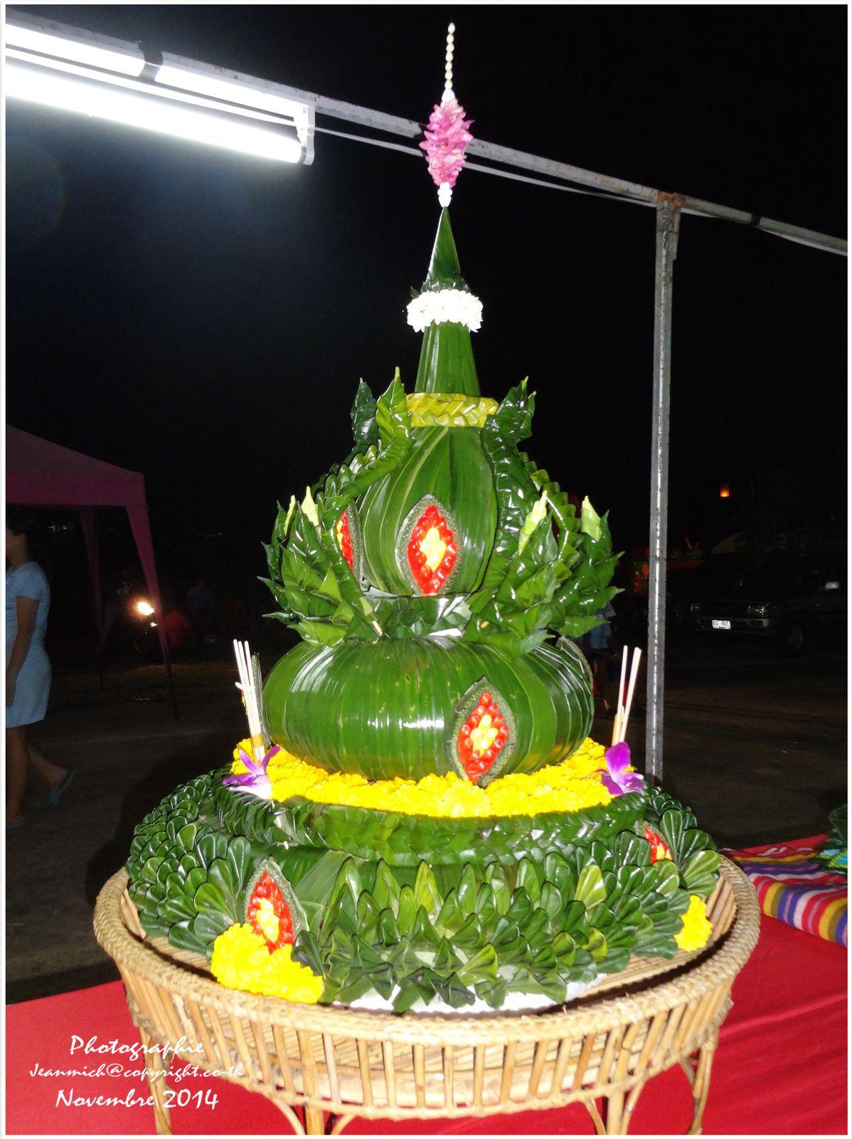 Quelques uns de ces magnifiques Krathong participant au concours à Ubonrat