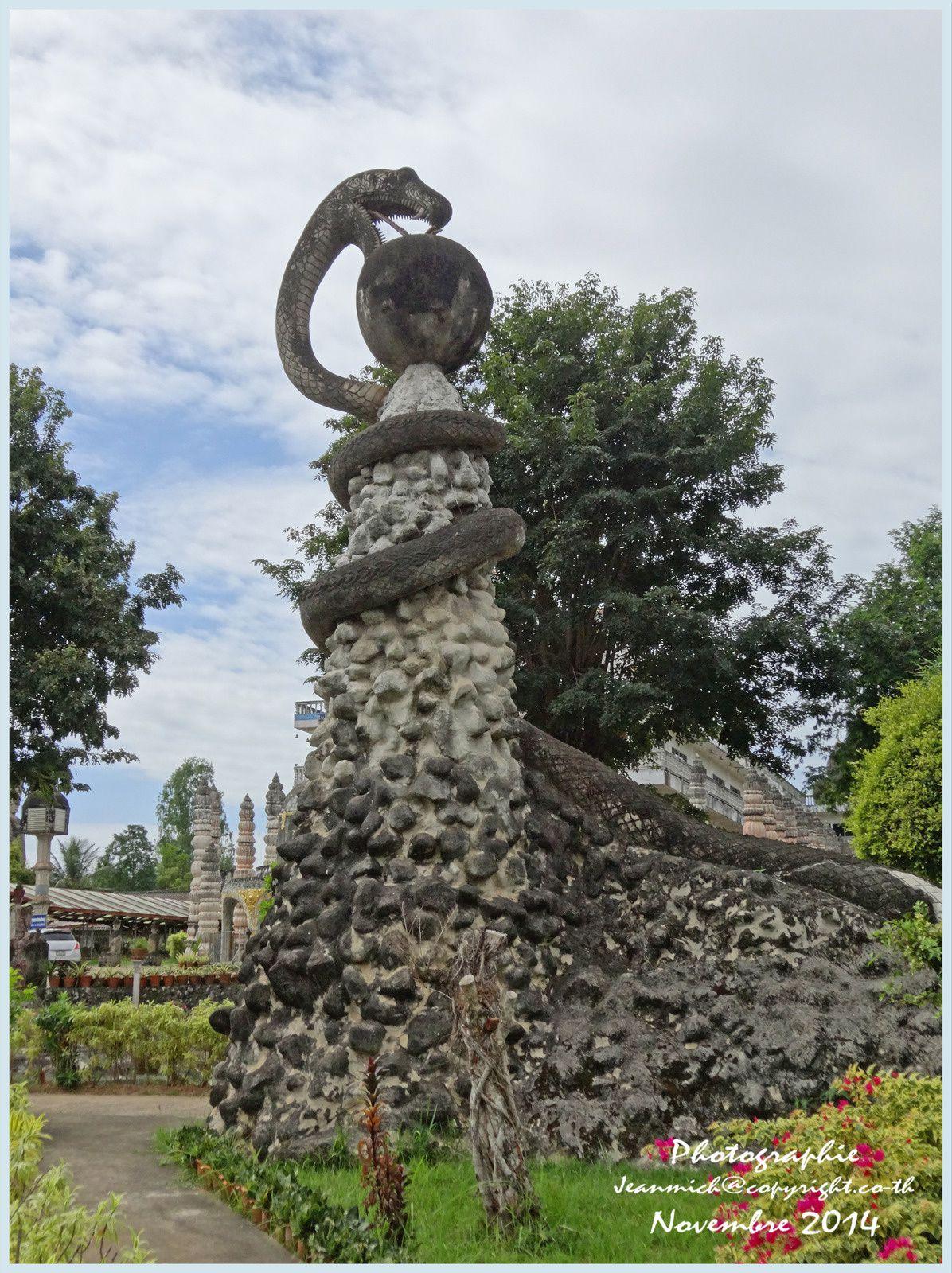 """Visite d'un site magnifique """"Sala Khéo Kou"""" (Nong Khai)"""