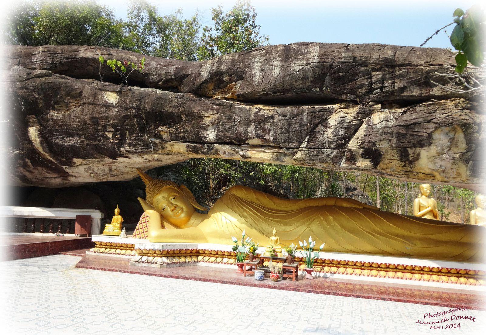 Le Bouddha couché d' Ubolratana.