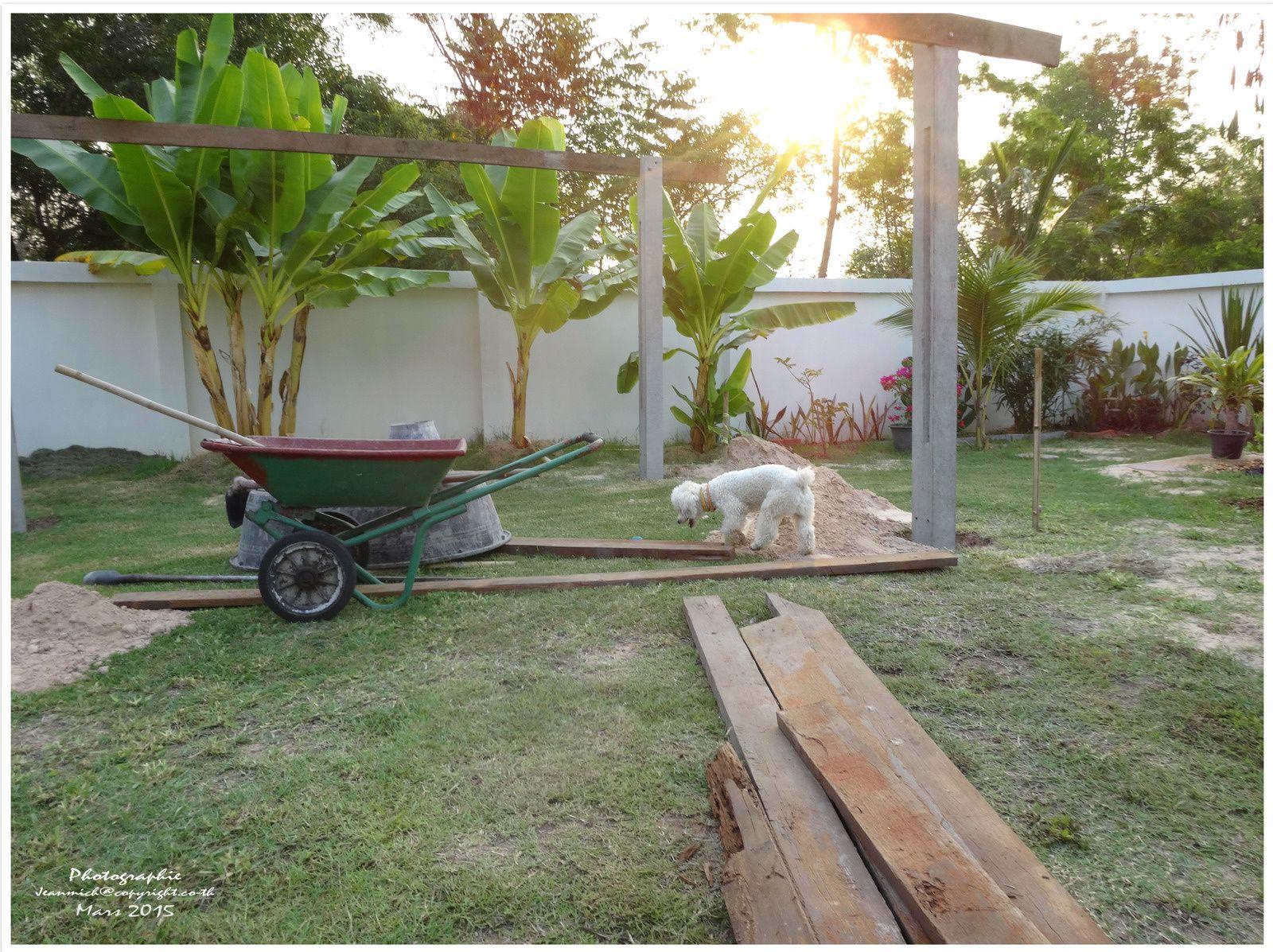 Construction d'un abri de jardin (sala en Thaï)