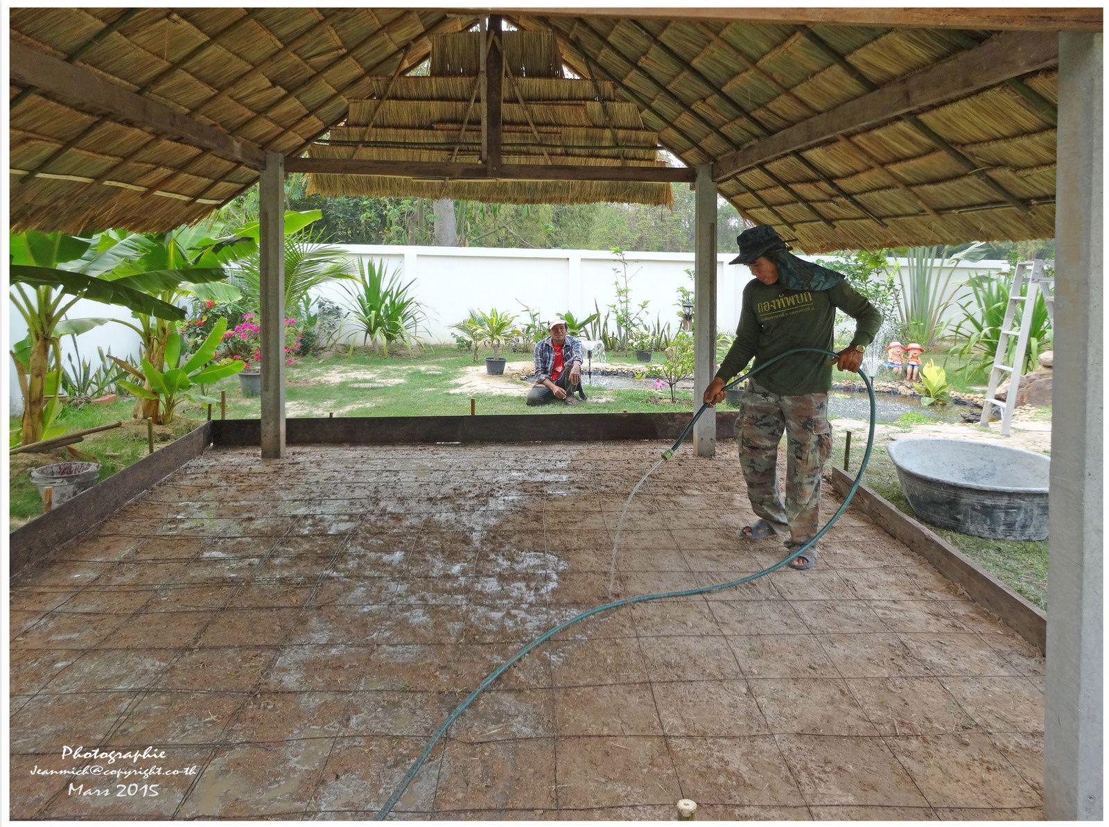 Construction d'un abri de jardin (sala en Thaï), la suite des travaux