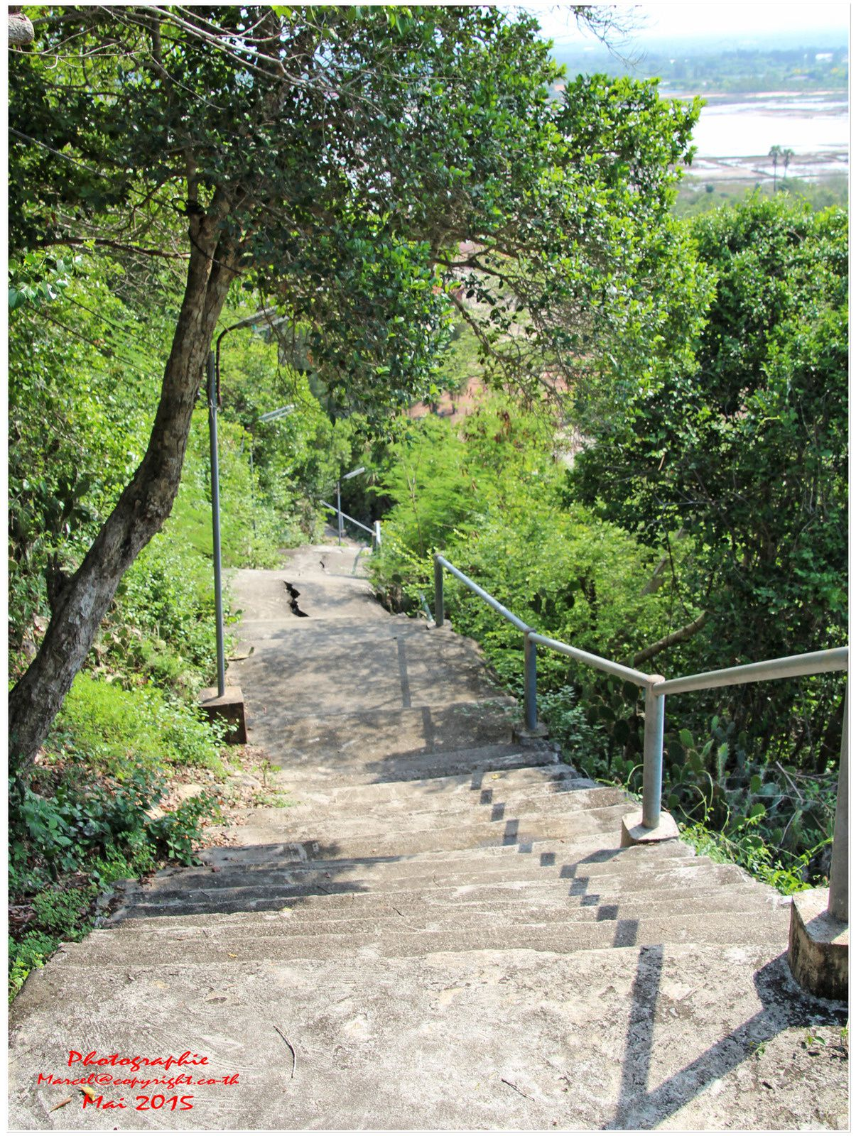 La grotte de &quot&#x3B;Tham Phra Nawn&quot&#x3B; à Prachuap Kiri Khan (II)