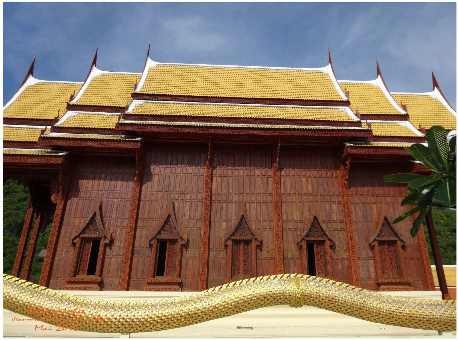 Le plus haut temple (Wat) en teck de Thaïlande.