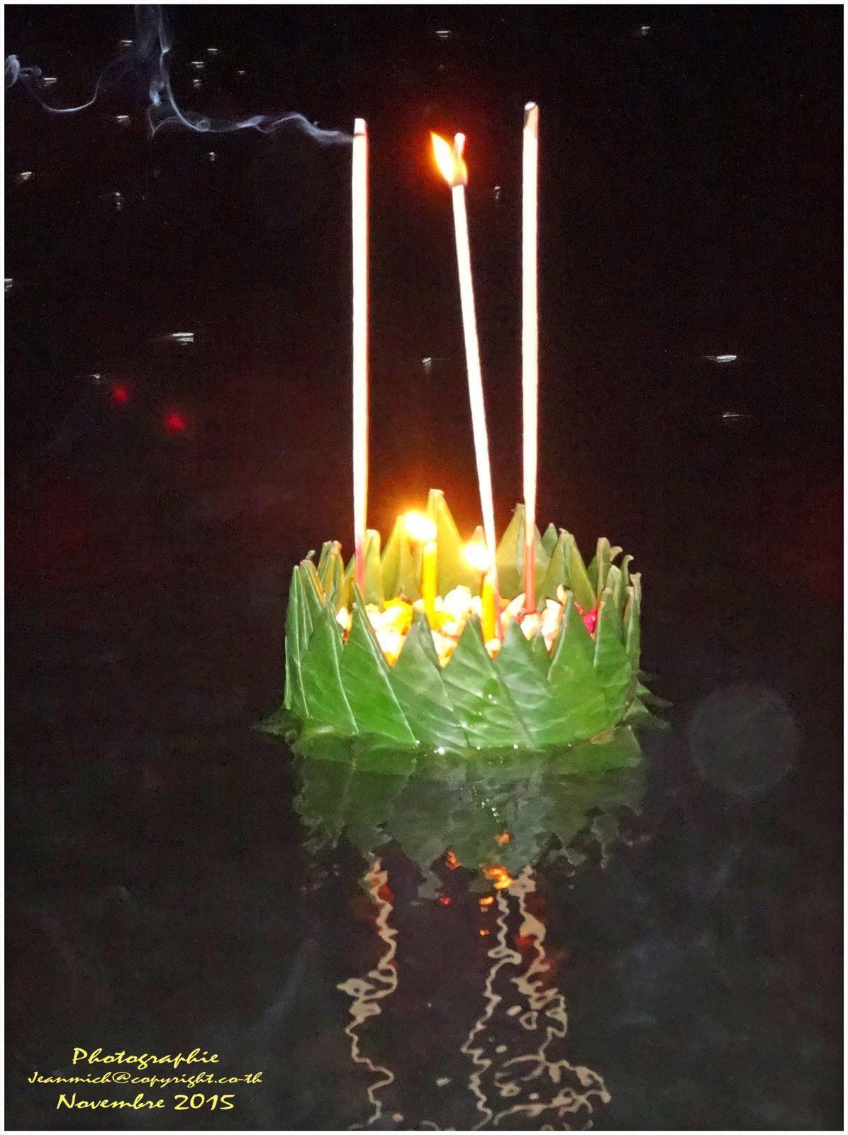 Loi Kratong (ลอยกระทง) La fête des lumières.
