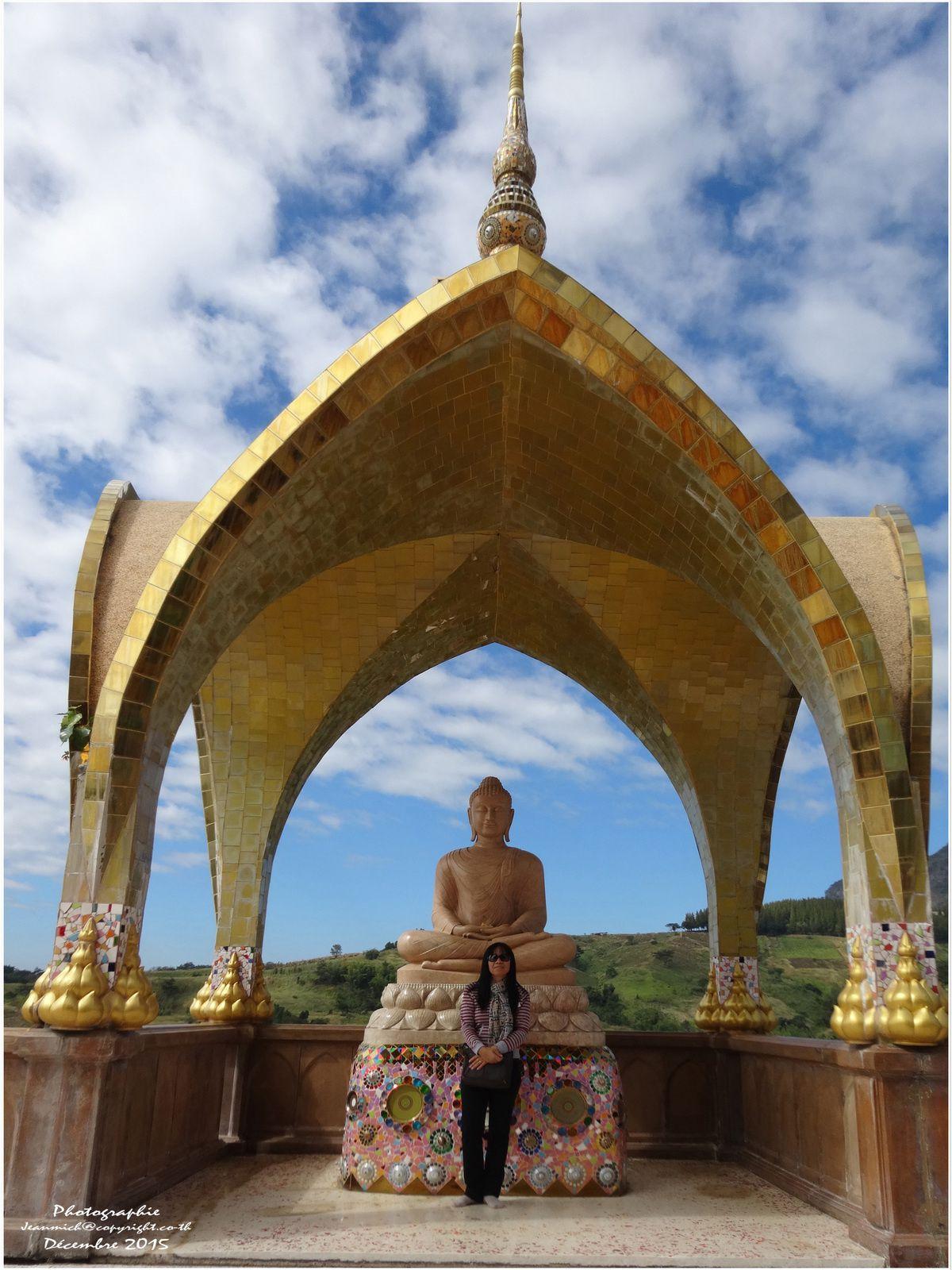 Le superbe temple de Wat Pha Sorn Kaew (II) วัดพระธาตุผาแก้ว Province de Phetchabun)