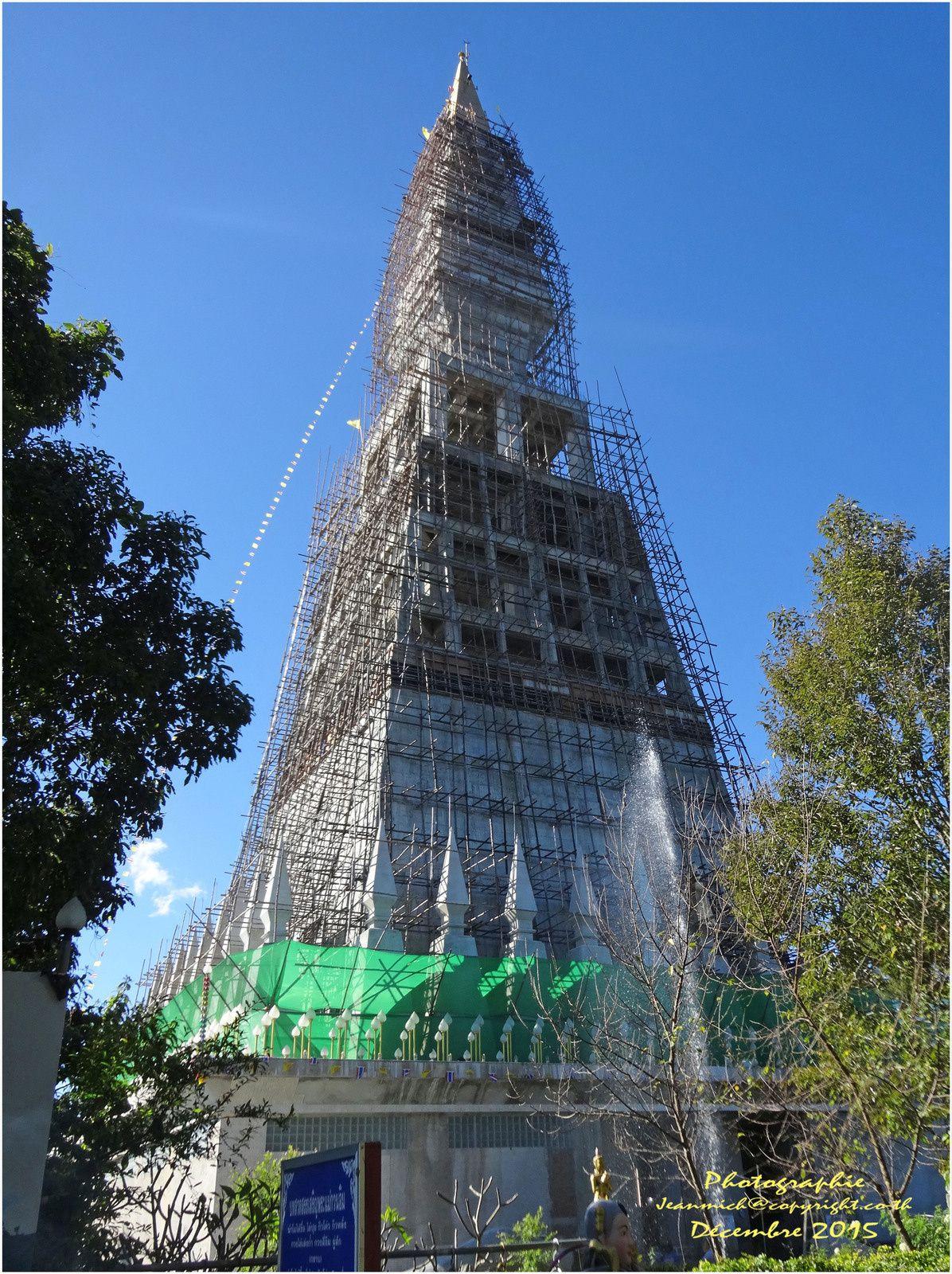 Phu Thap Boek (ภูทับเบิก) un temple en construction.