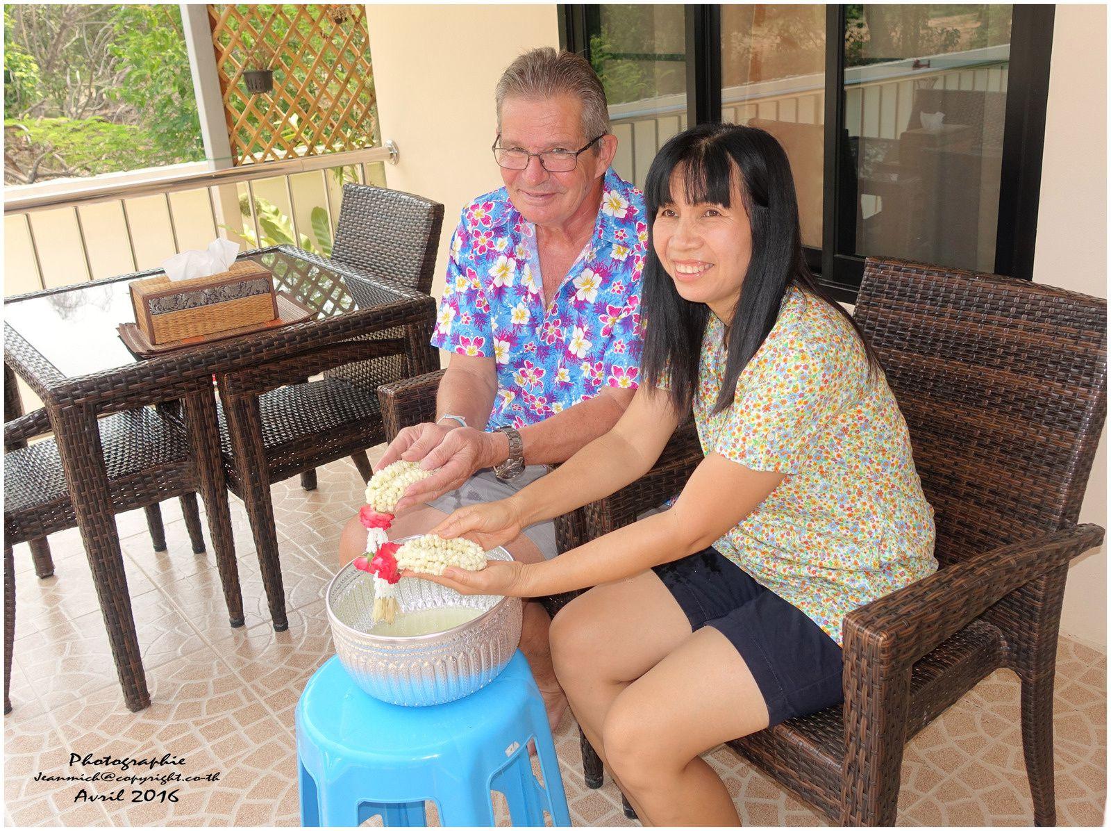 Songkran le déroulement de la fête et le respect envers les aînés....