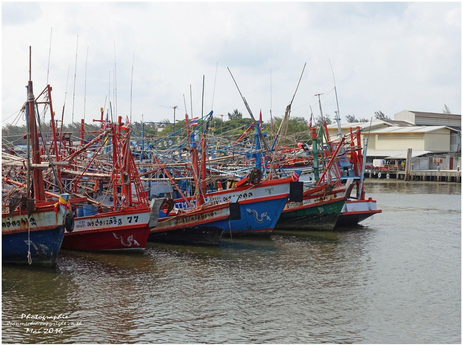 Un port de pêche typiquement thaï, Rayong.