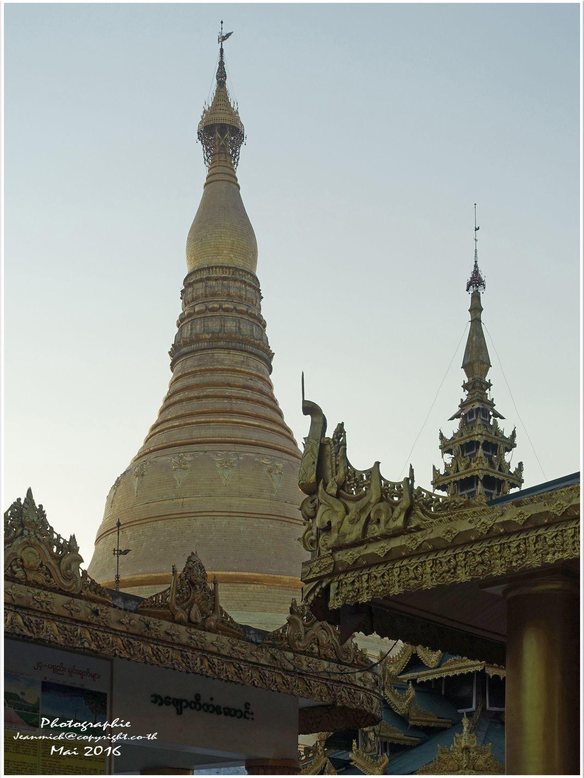 Pagode de Shwedagon à Rangoon Myanmar I (Yangon Birmanie)