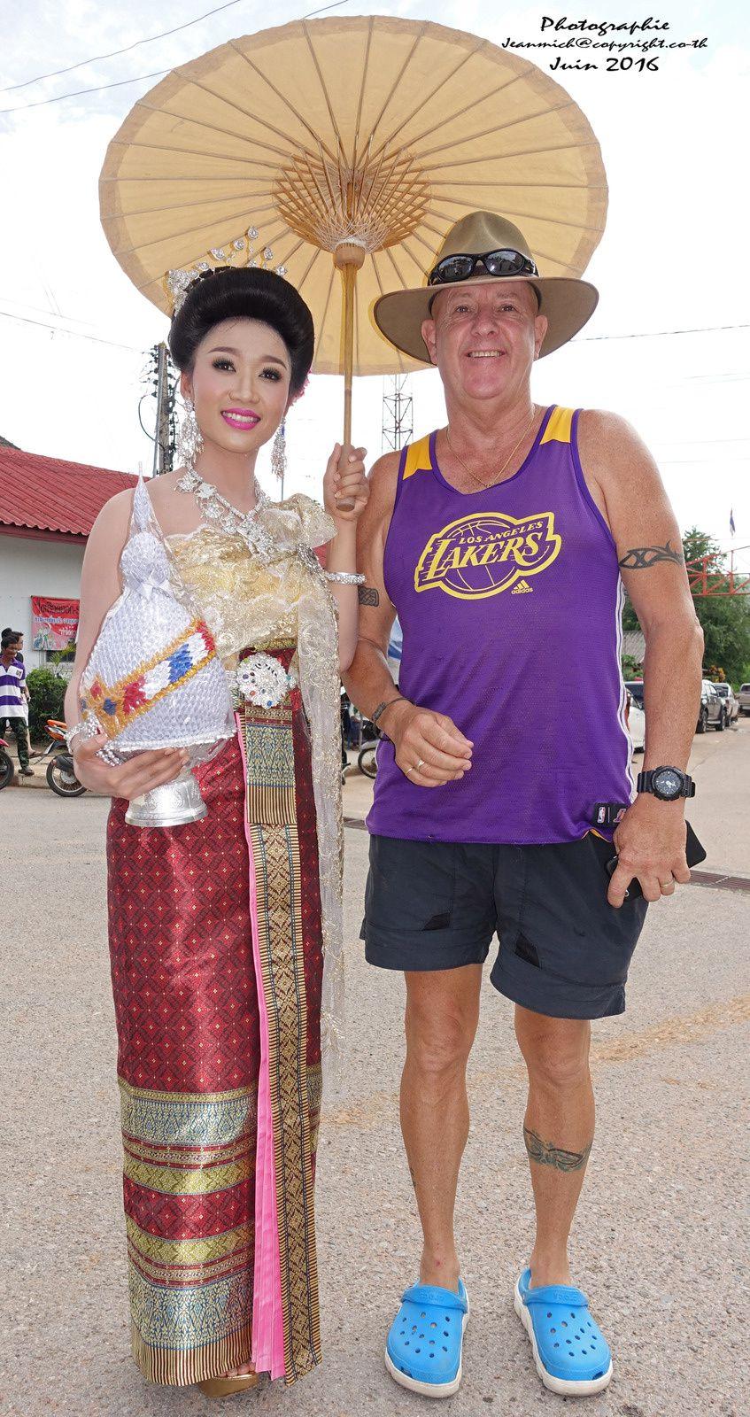 Mon ami Australien pose avec une charmante jeune femme....