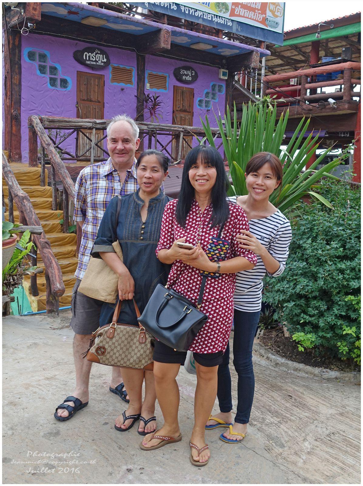 De gauche à droite Marcel, Siriphan, Yuphin et notre nièce Pui.