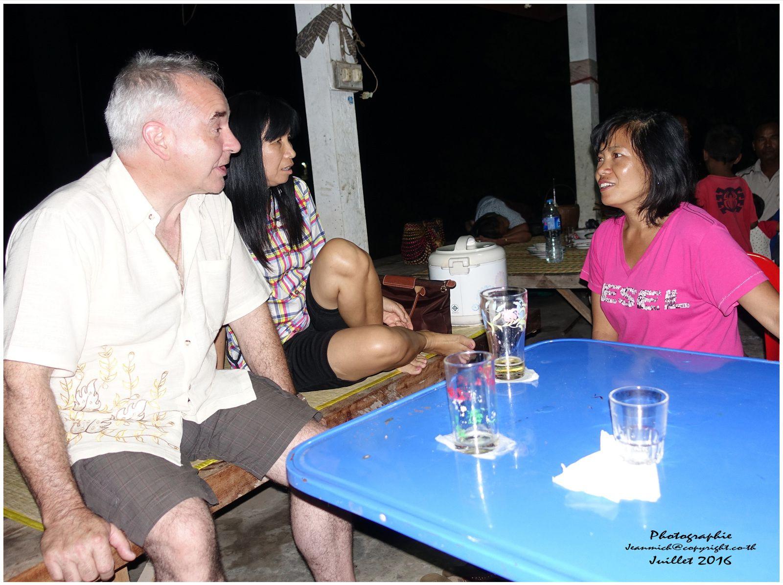 Chez nos amis en pleine mousson...... (Thaïlande Surin)