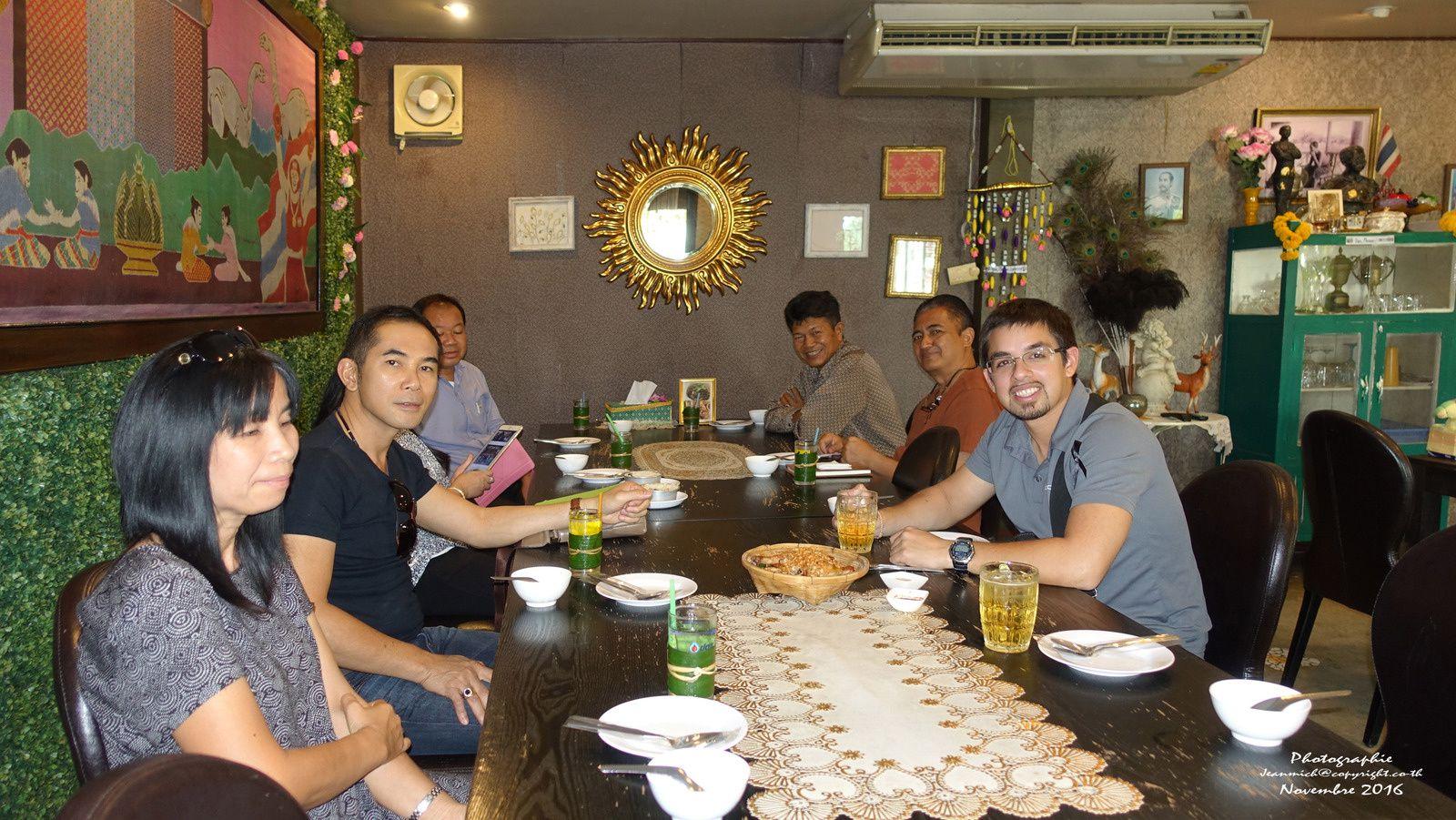 Petit repas à Khon Kaen et visite du temple...