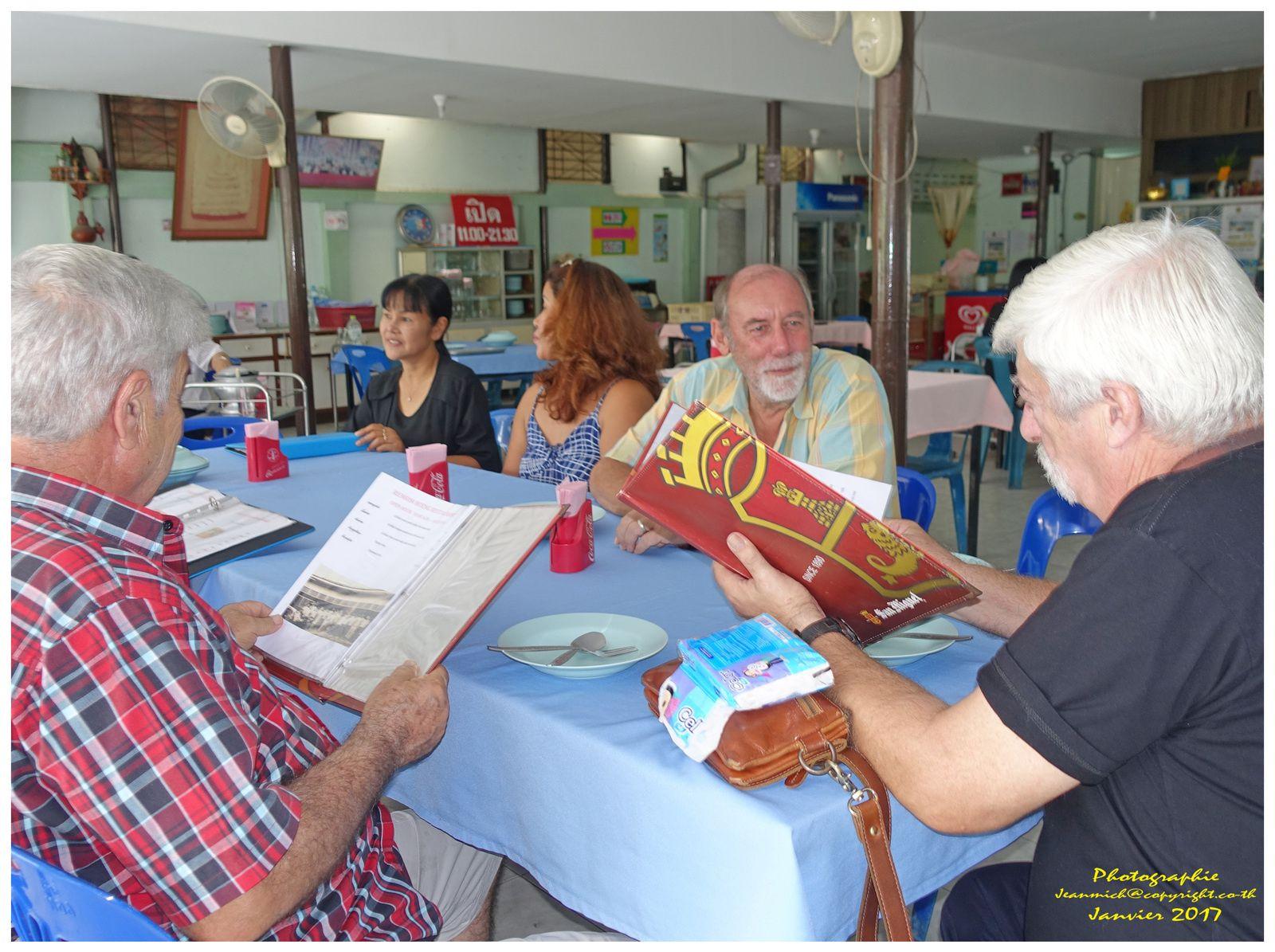 Petit repas entre amis du c t de khon kaen le blog de for Repas du dimanche midi entre amis