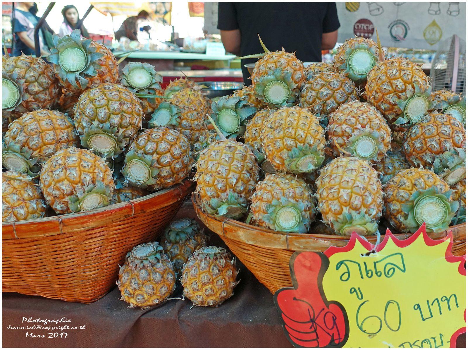 """De délicieux petits ananas  """"sap pa rot สับปะรด"""""""