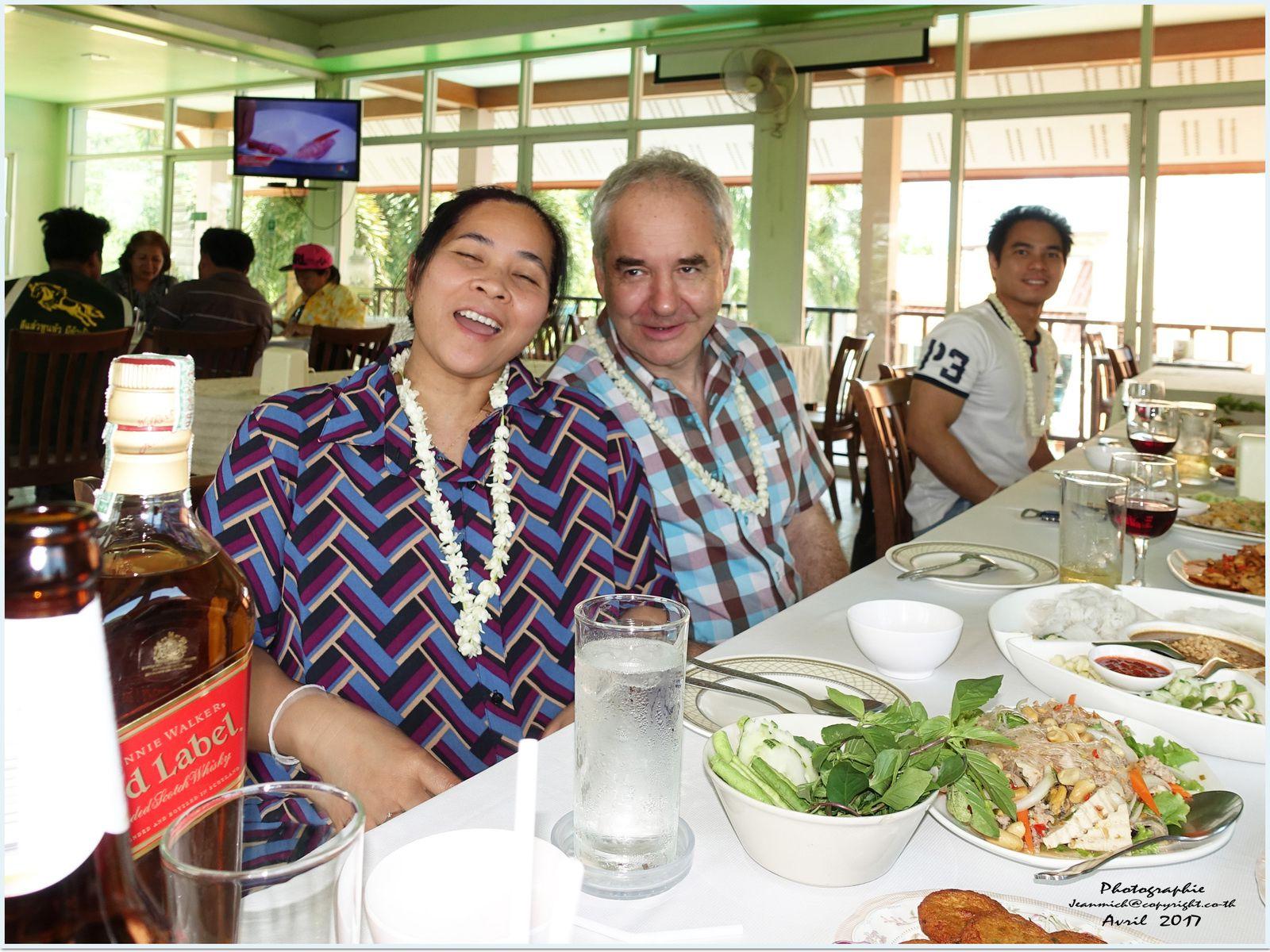 Repas en famille à Ubonrat