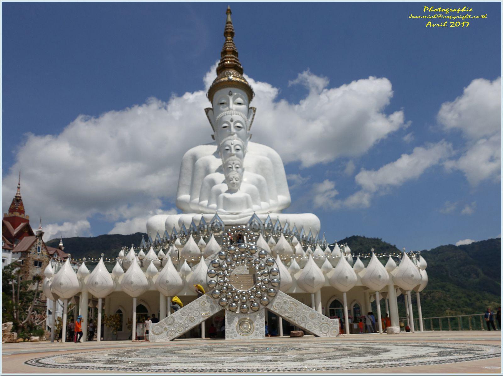 Un des plus beaux temples dans les montagnes de Thaïlande.