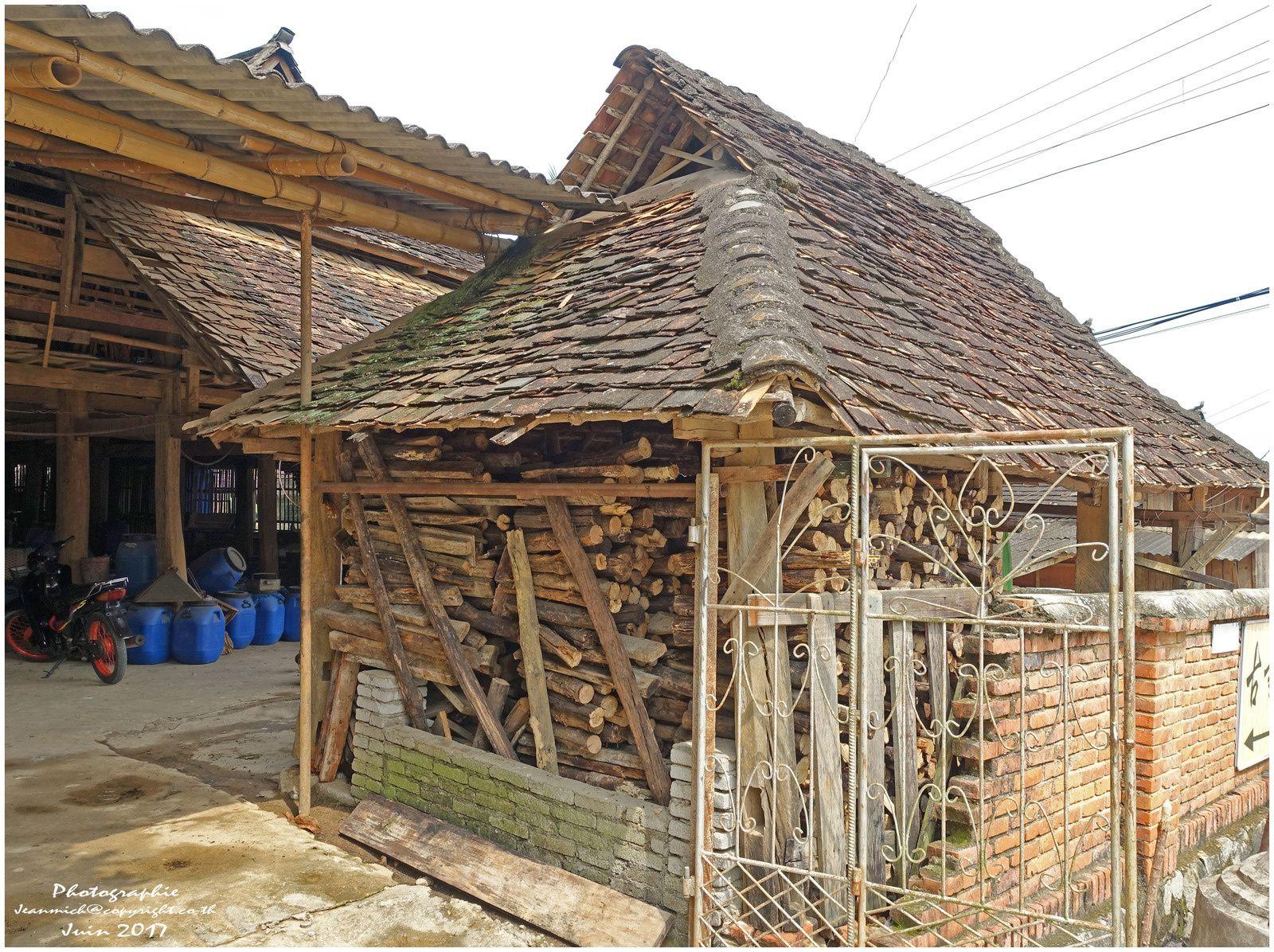 Suite de la visite d'un village traditionnel chinois (Yunnan, Chine)
