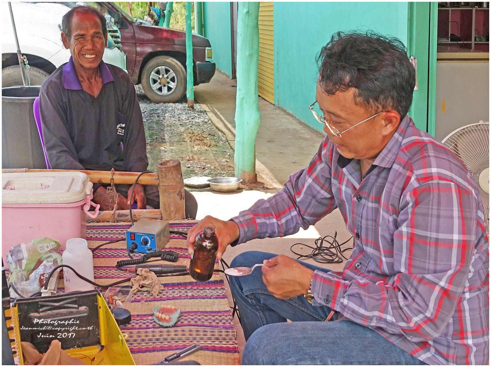 Mécanicien dentiste de rue... (Thaïlande)