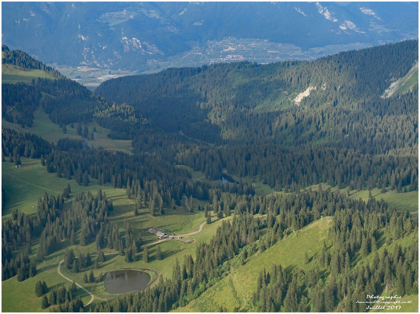 Le lac de Conches au-dessus de Morgins et Châtel