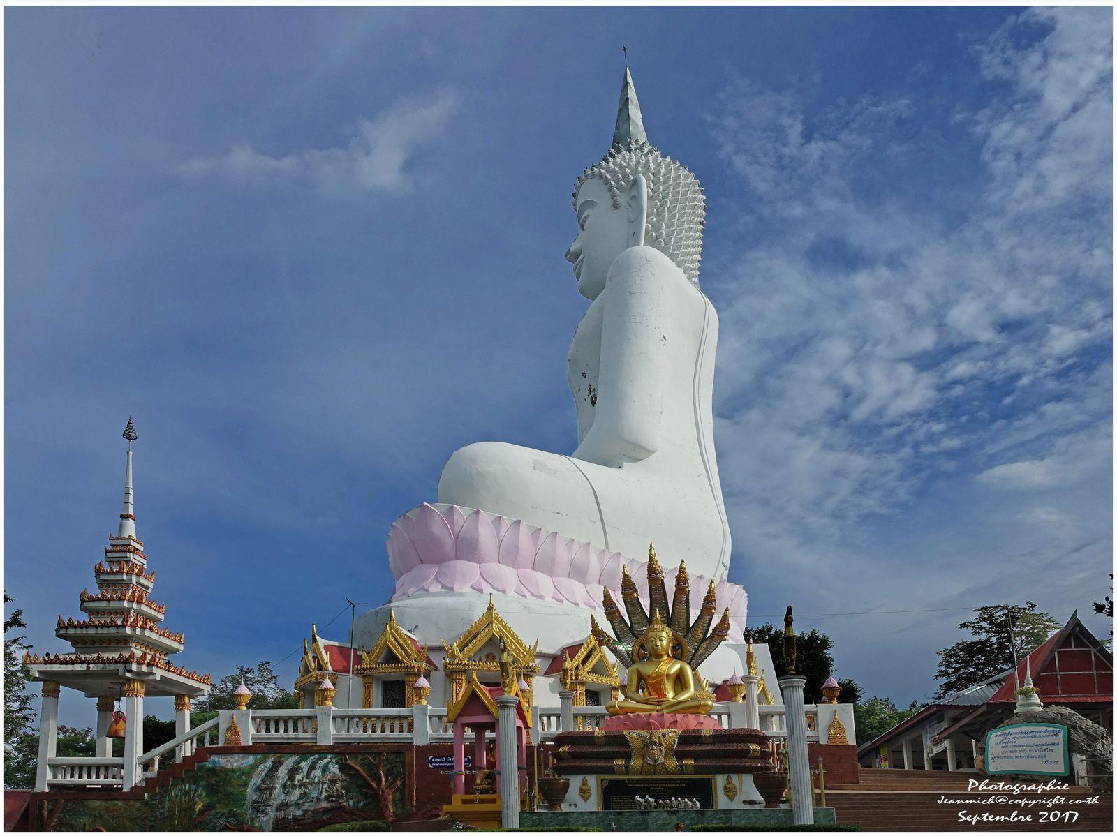 Visite d'un jeune Suisse à Ubonrat (Thaïlande, Isaan)