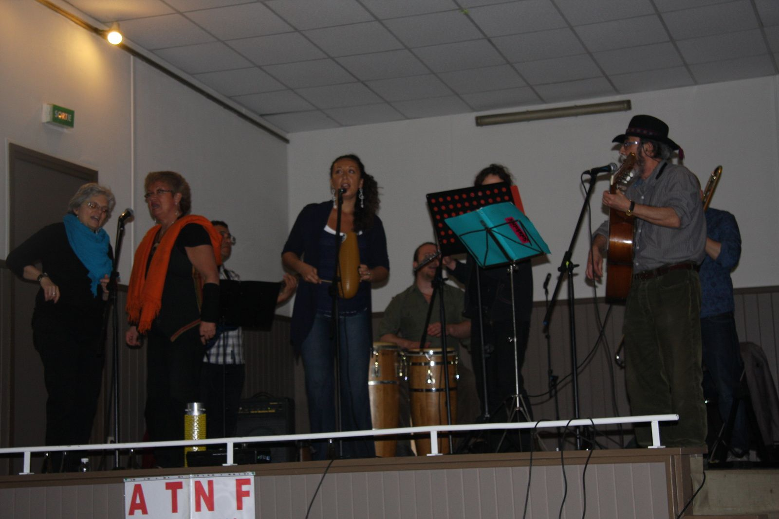 Gala interculturel avec la chanteuse Abir Nassraoui, Kamal Lmimouni et la troupe chilienne Cordillera. Le public était au rendez-vous.