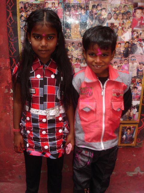 Holi - Nouveaux vêtements : Kajal et Sahil.