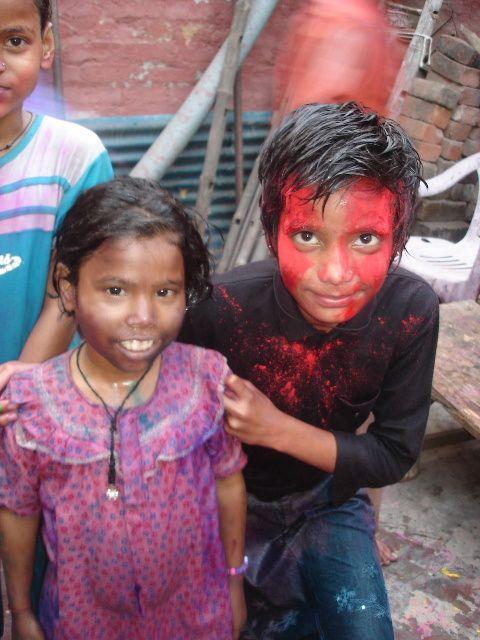 Holi - Jeux avec les couleurs : Punam et Soloni.