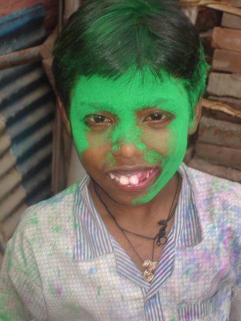 Holi - Jeux avec l'eau et les couleurs : Shibu.