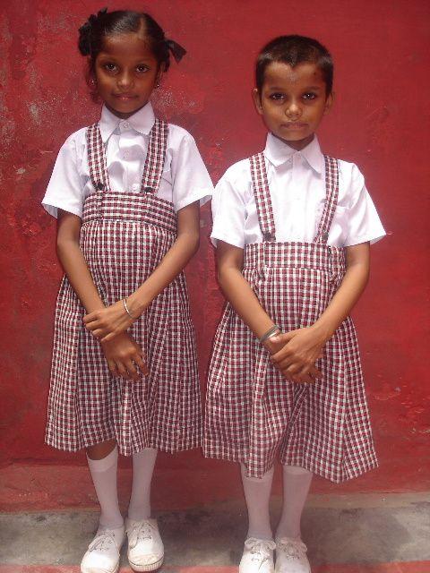 Kantchan et Kusum, scolarisées par l'association.