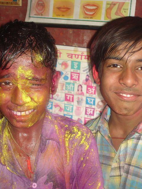 Holi - Jeux avec les couleurs et l'eau : Utham et Vivek Kant.