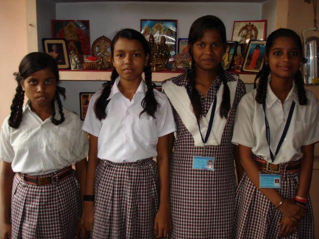 Scolarisées en Classe 6 (6eme) Punam, en Classe 8 (4eme) Manisha et Anjali et en Classe 7 (5eme) Vandana.