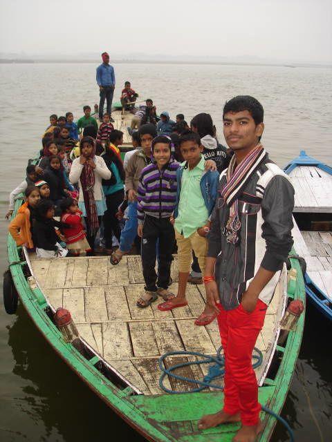 Visarjan : dans le bateau.