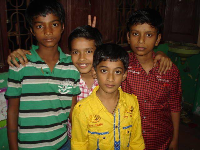 Anush, Rohit, Mohit et Jisant.