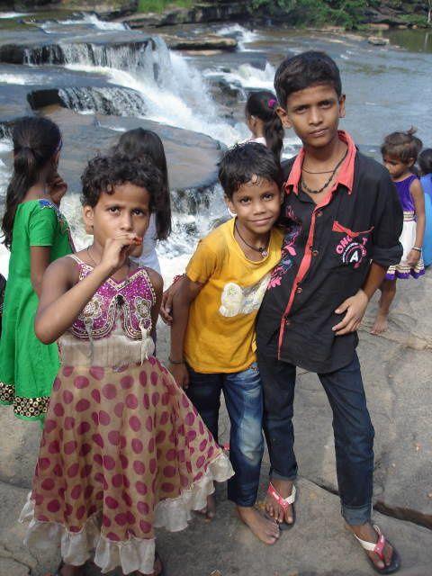 Lakanya Dhari : Riya, Aditya et Mahesh.