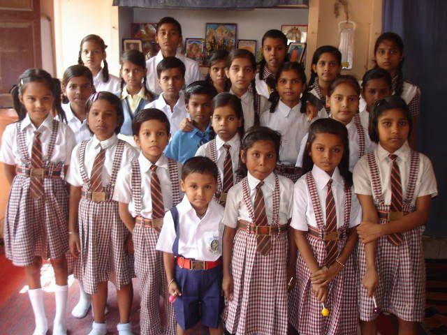 Les enfants scolarisés par l'association (manque les plus grands sur la photo).
