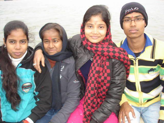 Gudiya, Dipika, Juli et Vivek.