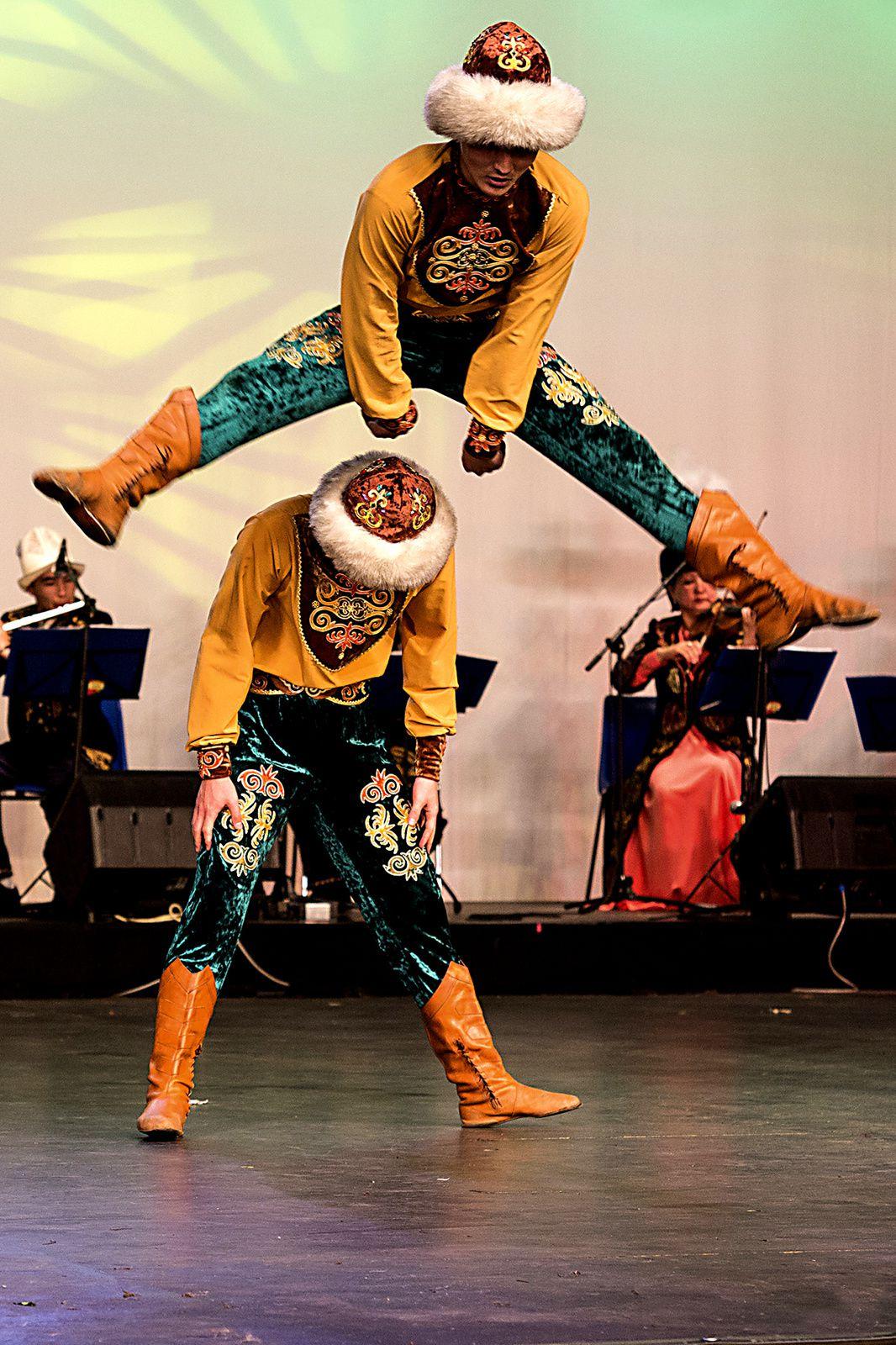 Le ballet du Khirghiztan à Avignonet (31) le 28 juillet