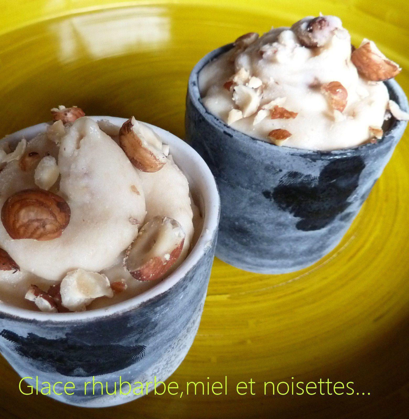 Glace Rhubarbe-miel et noisettes